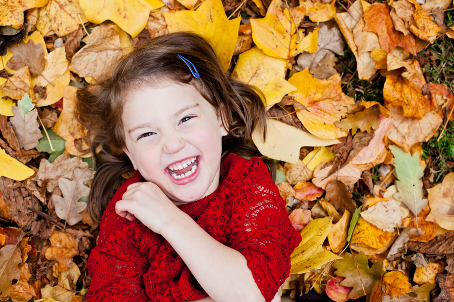 Fun and giggles in the Autumn leaves
