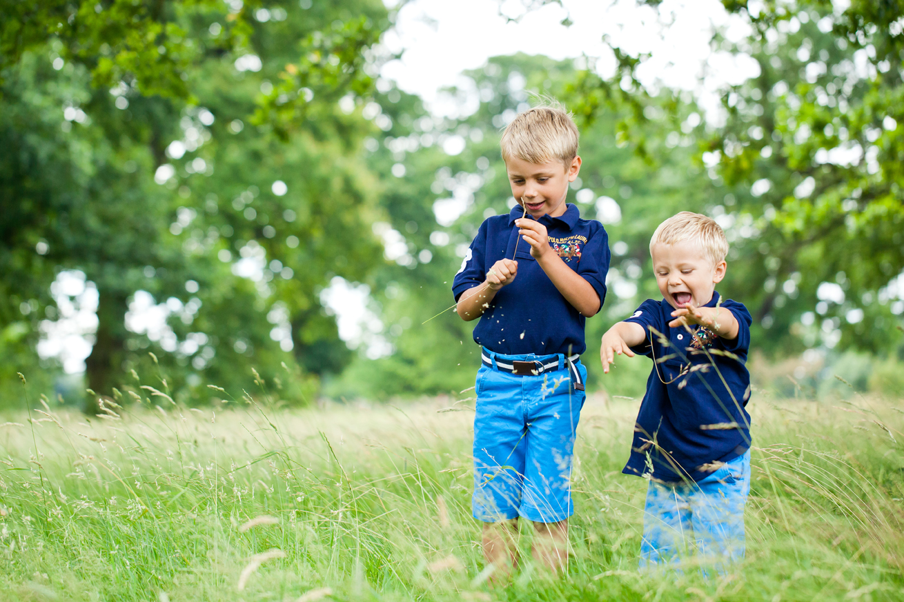 brothers_in_the_park_photography
