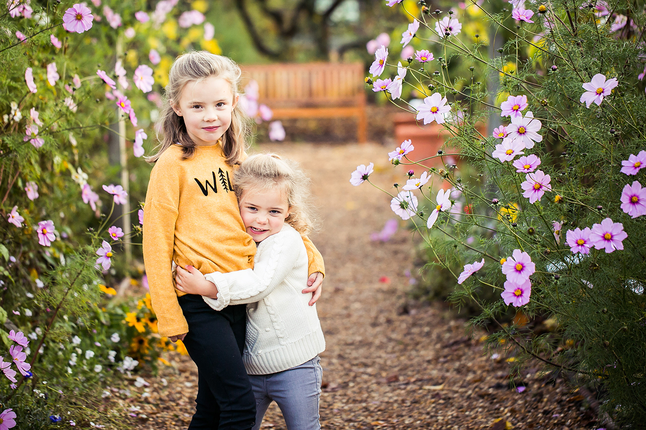 sister_hugs_children's_photographer_essex